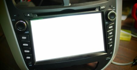 Ремонт автомагнитолы в москве. Белый экран на автомагнитоле